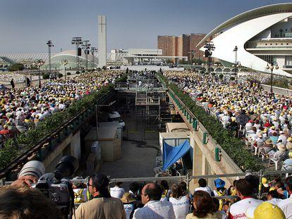 La Ciudad de las Ciencias de Valencia para la misa del papa Benedicto XVI en 2006.