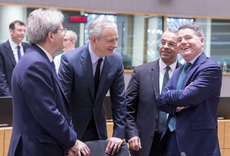 De izquierda a derecha, el comisario de Economía, Paolo Gentiloni; el ministro francés Bruno Le Maire; el griego Christos Staikouras, y el presidente del Eurogrupo, Paschal Donohoe.