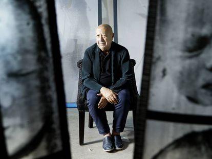 El artista Christian Boltanski en 2020, en su estudio de Malakoff, a las afueras de París.