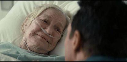 En 'Interstellar', Murphy, hija de Cooper (Matthew MacConaughey), logra salvar a la humanidad con la ayuda de su padre. Esta es la imagen clave de la película.