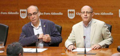 Martín Garitano y Juan Karlos Izagirre, este viernes, en su comparecencia ante los medios de comunicación.