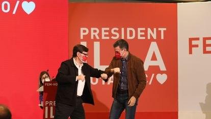 Salvador Illa y Pedro Sánchez, en el acto de campaña en Salou (Tarragona).