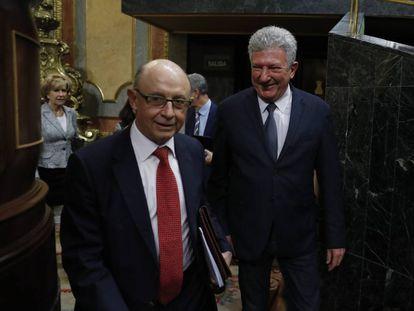 Cristóbal Montoro y Pedro Quevedo, a su entrada al pleno.