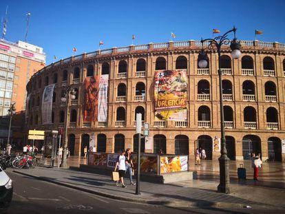 Fachada de la plaza de toros de Valencia.
