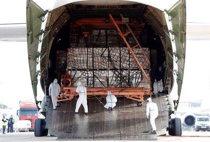 Llegada de un avión con material sanitario para la Comunidad Valenciana.
