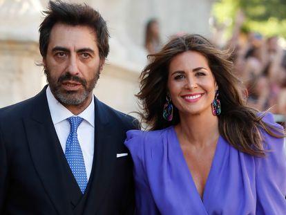 Nuria Roca y Juan del Val en la boda de Sergio Ramos y Pilar Rubio celebrada el 15 de junio de 2019 en Sevilla.