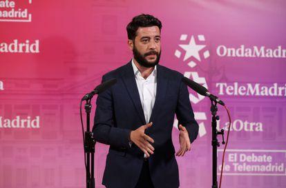 El coordinador del comité de campaña de Ciudadanos en Madrid, César Zafra, tras el debate electoral que los seis líderes de los principales partidos políticos madrileños celebraron el 21 de abril en los estudios de Telemadrid. EFE/Juanjo Martín. POOL