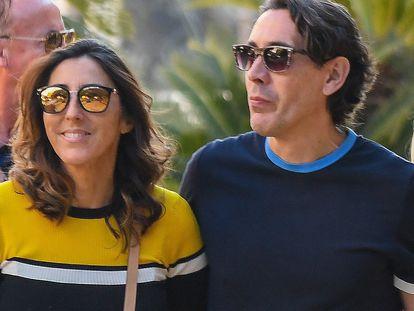 La actriz Paz Padilla y Antonio Vidal pasean por Marbella en marzo de 2019.