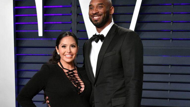 Vanessa Bryant y Kobe Bryant en la fiesta de Vanity Fair posterior a los Oscar, en Beverly Hills, California en febrero de 2019.