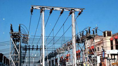 Imagen de un tendido eléctrico.