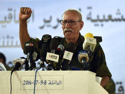 Brahim Gali pronuncia un discurso tras ser elegido nuevo secretario general del Frente Polisario, el 9 de julio en el campamento de refugiados de Dajla, próximo a la ciudad argelina de Tinduf.