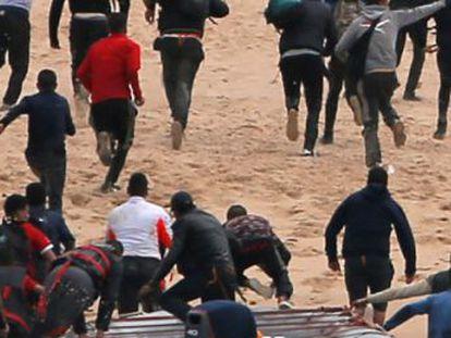 Casi 21.000 migrantes llegaron en patera a las costas españolas en los últimos siete meses, tres veces más que en el mismo periodo del año pasado