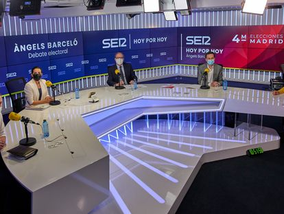 Pablo Iglesias, Rocío Monasterio ,Ángel Gabilondo,  Edmundo Bal; y Mónica García minutos antes del comienzo del debate en la Cadena Ser, el pasado 23 de abril, en Madrid.