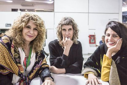 Las escritoras Gioconda Belli, Nona Fernández y Brenda Lozano en la FIL de Guadalajara.