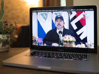 El mensaje de Daniel Ortega visto desde un portátil, en Managua.