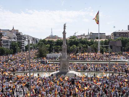 Manifestación en Colón en contra de los indultos a los presos independentistas catalanes, este domingo en Madrid.