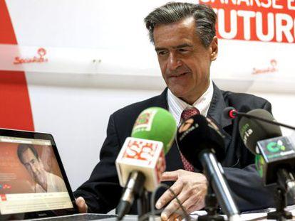 Juan Fernando López Aguilar, durante una rueda de prensa en abril.