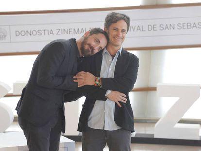 El director Pablo Larraín y el actor Gael García Bernal en San Sebastián.