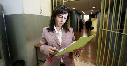 La abogada Coral Ayora, en los calabozos de los juzgados de Plaza de Castilla.