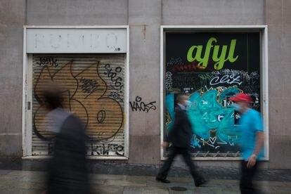 Tiendas cerradas en la  Gran Vía de Madrid, en septiembre.