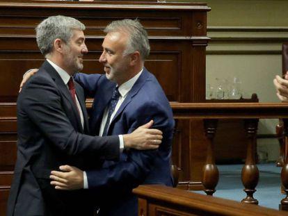 El presidente de Canarias, Ángel Víctor Torres, junto con el ex presidente del gobierno regional, Fernando Clavijo.