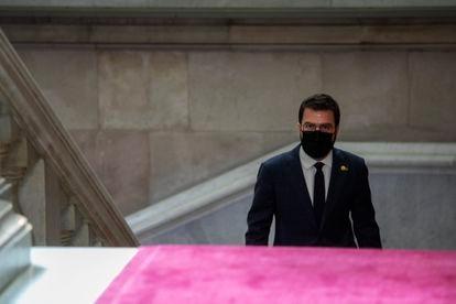 Pere Aragones, candidato a la presidencia de la Generalitat, subiendo las escalinatas del Parlament. / Massimiliano Minocri