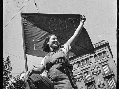 'Miliciana en una barricada de la calle Hospital, julio de 1936', de Antoni Campañà.