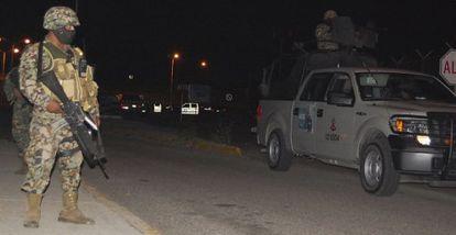 Militares vigilan el acceso a la prisión de Altamira, en el norte de México.