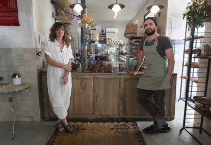 Timi Argyelan y Joaquín Escrivá, obradores y propietarios de Alma Nomad Bakery.