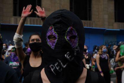 Mujeres protestan en el Centro Histórico de Ciudad México el 8 de marzo de 2021. México es una de los países con mayor violencia de género en América Latina, con una estadística que supera los 10 feminicidios por día.