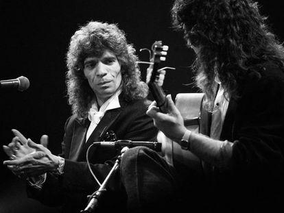 Camarón de la Isla, con Tomatito a la guitarra, en un concierto en Madrid el 4 de mayo de 1990. En vídeo, actuaciones del cantaor.