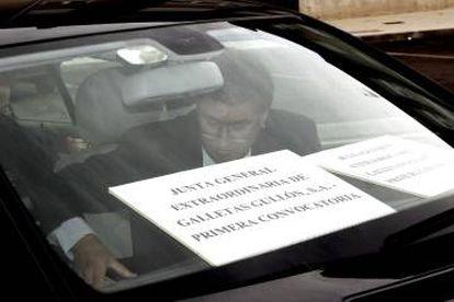 Improvisada junta de accionistas celebrada en el interior de un coche en plena batalla por el control de la galletera Gullón, en 2010.