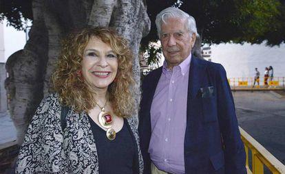 Los escritores Gioconda Belli y Mario Vargas Llosa, el martes en la isla de La Palma.