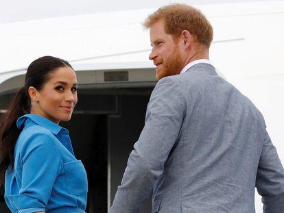 Enrique de Inglaterra y Meghan Markle, en Tonga en octubre de 2018.
