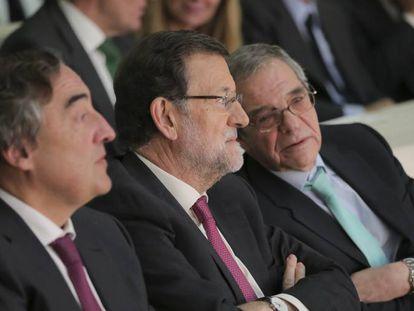 Mariano Rajoy junto a Juan Rosell y César Alierta en la clausura el Encuentro Empresarial sobre el Plan Estratégico de Internacionalización y Mercados Prioritarios 2014-2015
