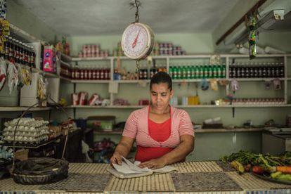 Bernarda Paniagua Santana, en su tienda en Villa Eloísa de las Cañitas, en la República Dominicana.