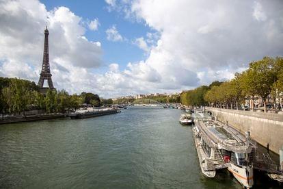 Vista del río Sena, con la Torre Eiffel de fondo, este miércoles.