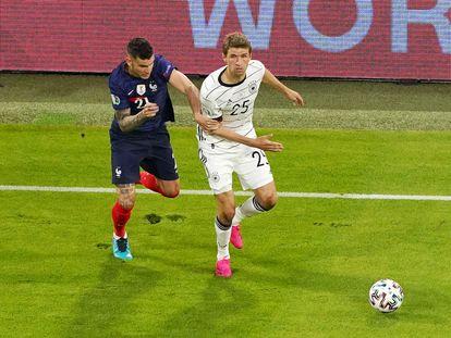 Müller, ante Lucas Hernández.