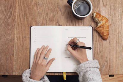 Escribir a mano ayuda a organizarse mejor.