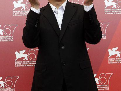 Brillante exponente de la escuela de acción made in Hong Kong, y algo desinflado en Hollywood, John Woo presentó ayer su último filme, Reign of asassins, antes de recibir por la noche el León de Oro por su carrera.