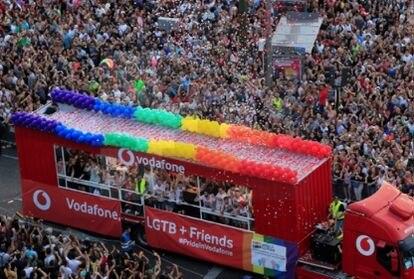 Carroza en el día del Orgullo Gay de 2019.
