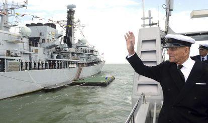 La última foto del príncipe, tomada el lunes saludando a bordo del HMS Ranger en Portsmouth.