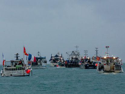 Barcos pesqueros franceses protestaban el jueves frente a la costa de la isla de Jersey.