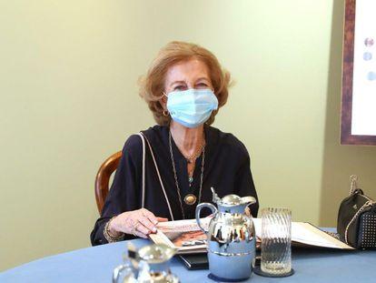Doña Sofía, en una reunión de trabajo del comité ejecutivo de la Fundación Reina Sofía, en La Zarzuela el pasado 16 de julio.