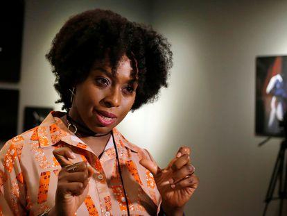 La escritora Chimamanda Ngozi Adichie, en una entrevista en Santiago de Chile, en enero de 2020.