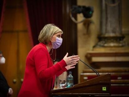 La consellera de Salud, Alba Vergés, interviene durante la Diputación Permanente del Parlament este jueves.