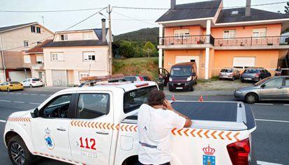 Vista de la vivienda en la que un hombre ha matado a tiros a su esposa, en Cabana de Bergantiños (A Coruña).