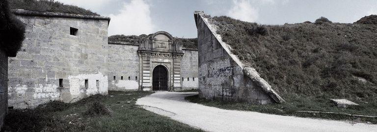 'Fuerte de San Cristóbal (Pamplona), 1936-1945', una de las imágenes del trabajo 'Cartografías silenciadas', de Ana Ortega.