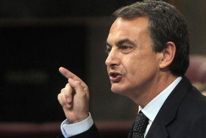 El presidente del Gobierno, Rodríguez Zapatero, en un momento del debate del estado de la nación