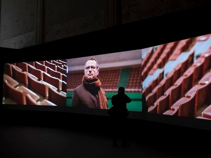 Una imagen de la película 'Two Meetings and a Funeral', de Naeem Mohaiemen en el Centro Andaluz de Arte Contemporáneo de Sevilla.